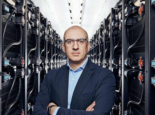 Mario Paolone, Netzforscher, im Serverraum der EPFL.