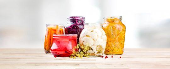 Fermentiertes Gemüse im Glas