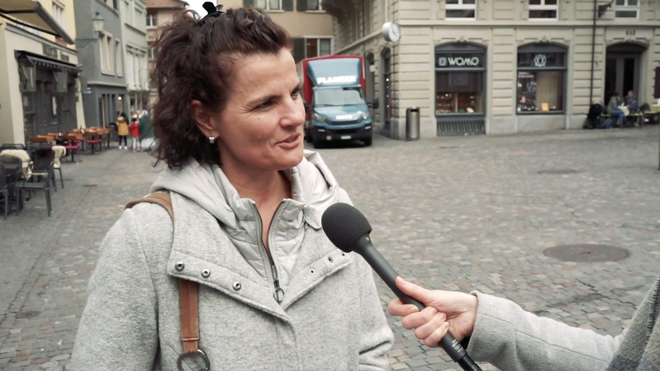 Bild einer Frau die interviewt wird